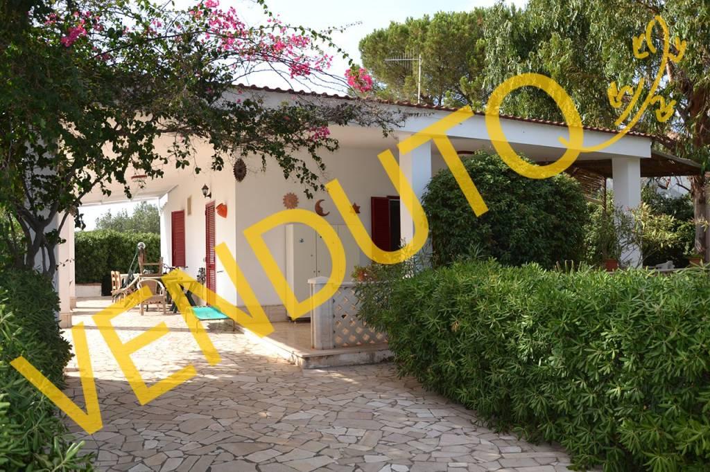 Villa in buone condizioni parzialmente arredato in vendita Rif. 7421945