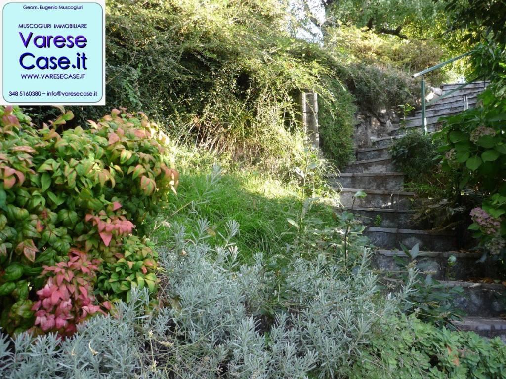 Foto 1 di Bilocale via alla Rocca 14, frazione Mombello,  Laveno-Mombello