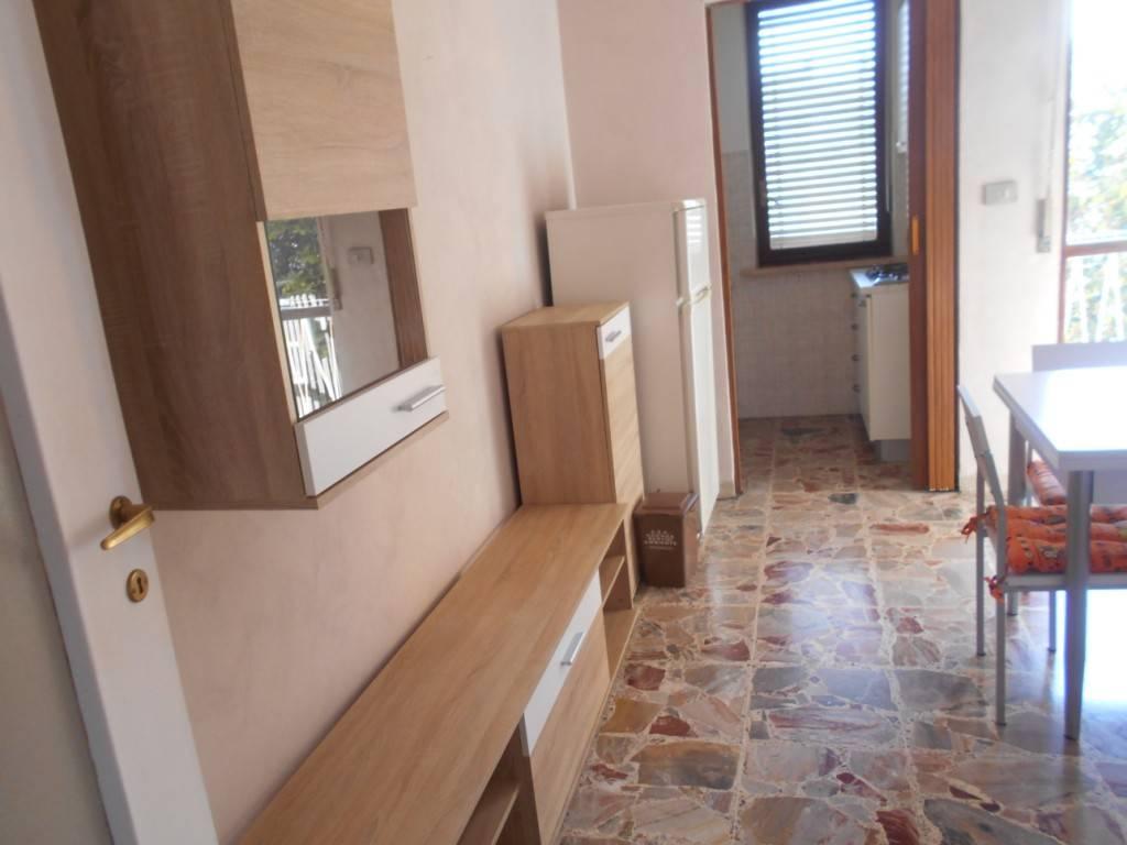 Appartamento in buone condizioni arredato in affitto Rif. 9432336