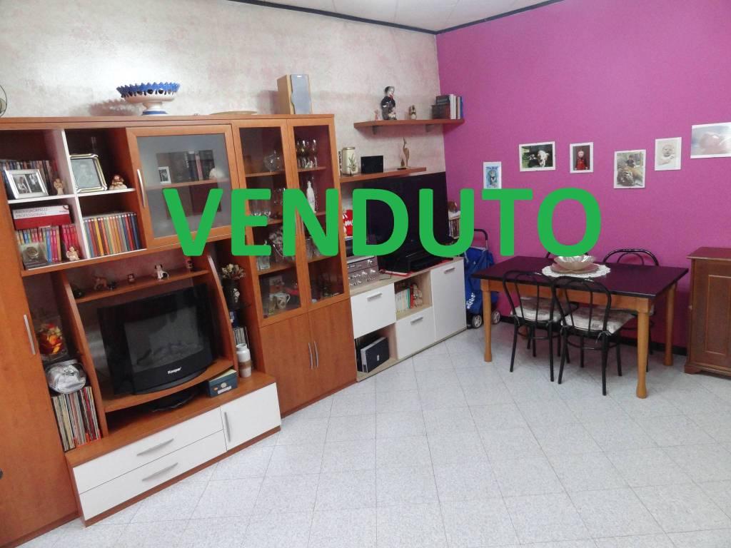 Appartamento in buone condizioni in vendita Rif. 9194741