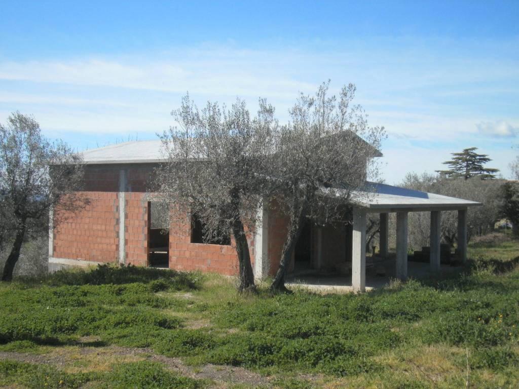 Villa in vendita a Vetralla, 9999 locali, prezzo € 200.000 | CambioCasa.it