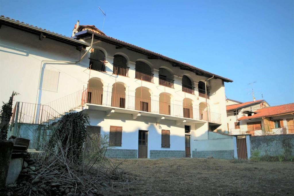 Foto 1 di Palazzo / Stabile Samone