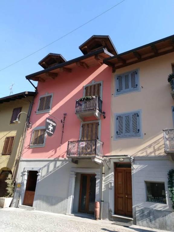 Foto 1 di Trilocale via Roma 33, Cesana Torinese