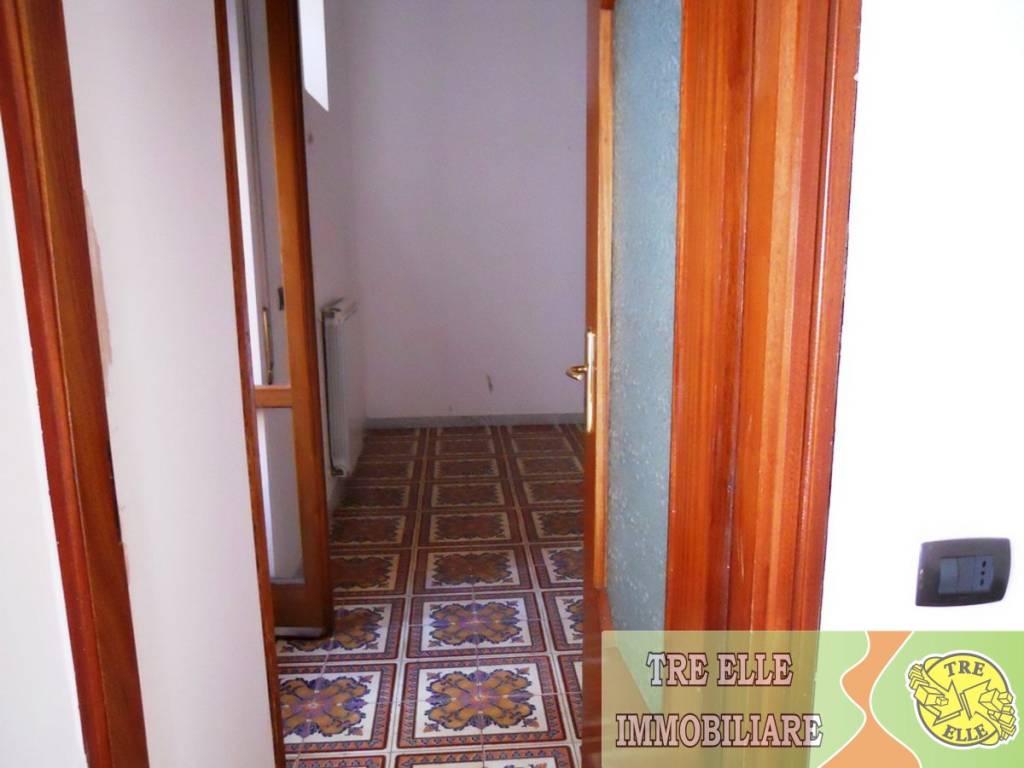 Appartamento in buone condizioni in affitto Rif. 7783903