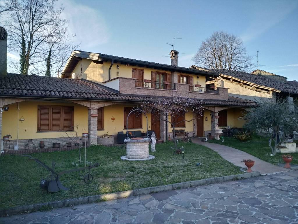 Villa in vendita a Lungavilla, 7 locali, prezzo € 280.000 | CambioCasa.it