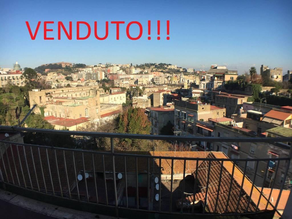 Appartamento in vendita 3 vani 95 mq.  via Domenico di Gravina Napoli