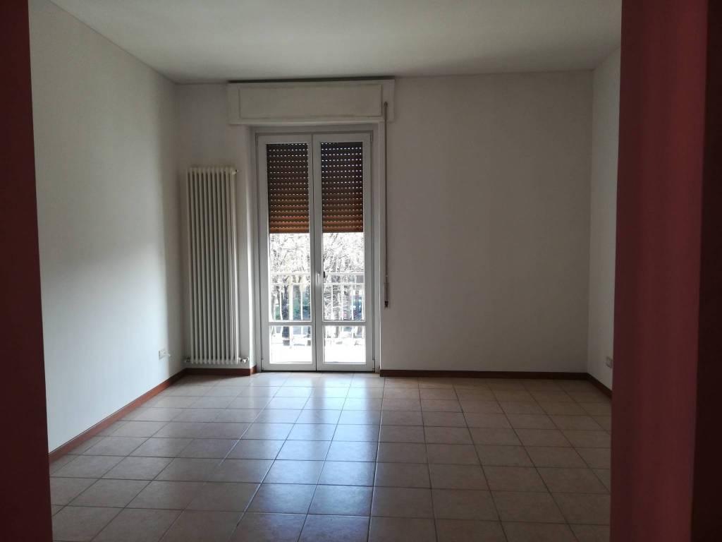 Appartamento in Affitto a Piacenza: 4 locali, 87 mq