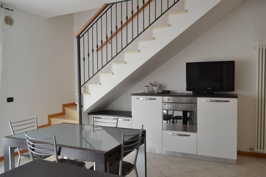 Appartamento in ottime condizioni parzialmente arredato in vendita Rif. 9450419