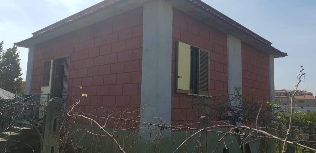 Villa in vendita a Roma, 3 locali, zona Zona: 36 . Finocchio, Torre Gaia, Tor Vergata, Borghesiana, prezzo € 250.000   CambioCasa.it