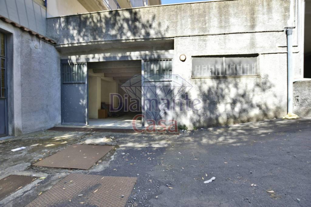 Magazzino in Affitto a Tremestieri Etneo: 1 locali, 180 mq