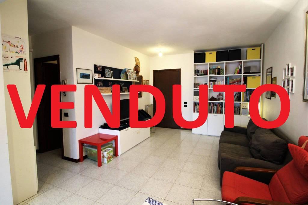 Appartamento in buone condizioni in vendita Rif. 8453299