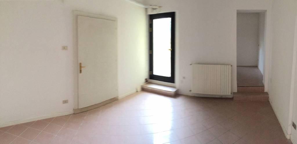 Negozio-locale in Affitto a Ravenna Centro: 3 locali, 70 mq