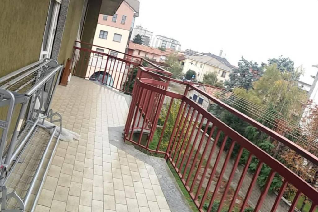 Appartamento in buone condizioni parzialmente arredato in affitto Rif. 8674378