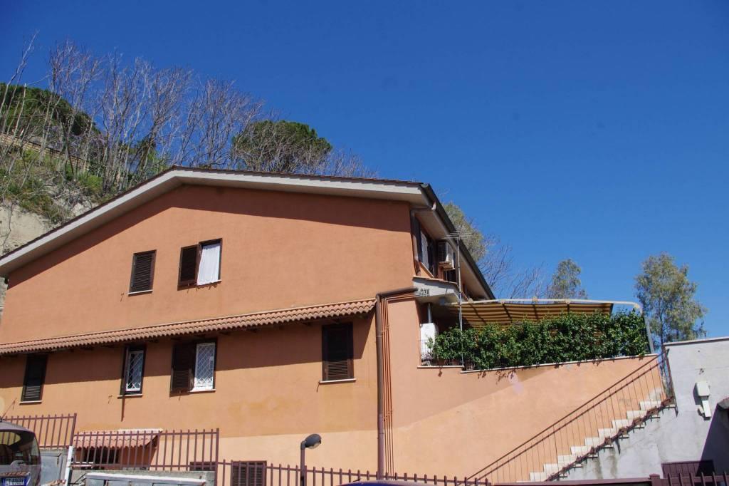 Appartamento in vendita a Castelnuovo di Porto, 4 locali, prezzo € 180.000 | PortaleAgenzieImmobiliari.it