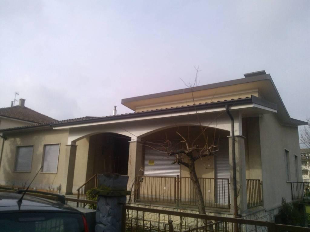Villa in affitto a Castagnole delle Lanze, 5 locali, prezzo € 800 | CambioCasa.it