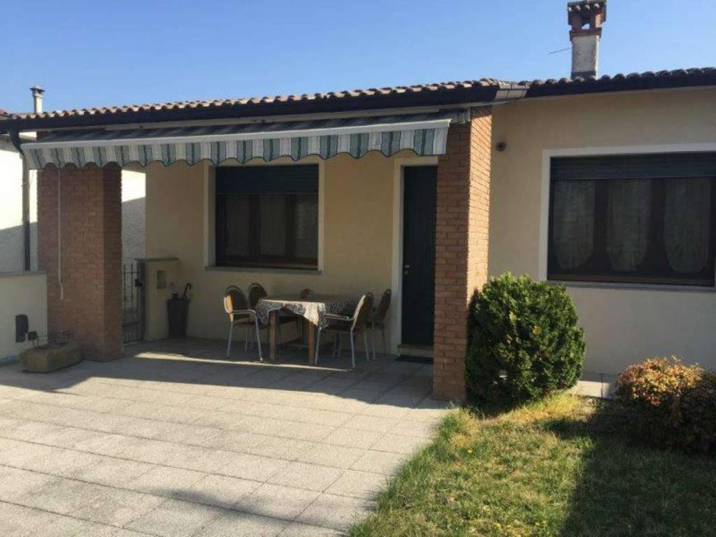 Villa in vendita a Montodine, 4 locali, prezzo € 185.000   CambioCasa.it