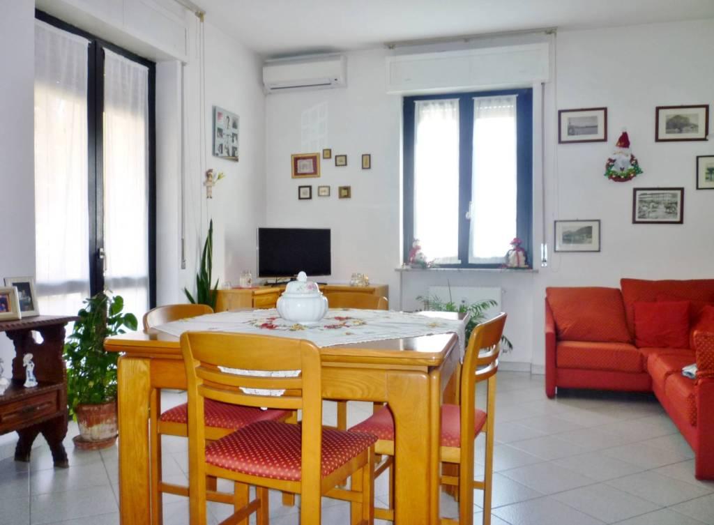 Foto 1 di Trilocale via Oliveti 30, Mandello Del Lario