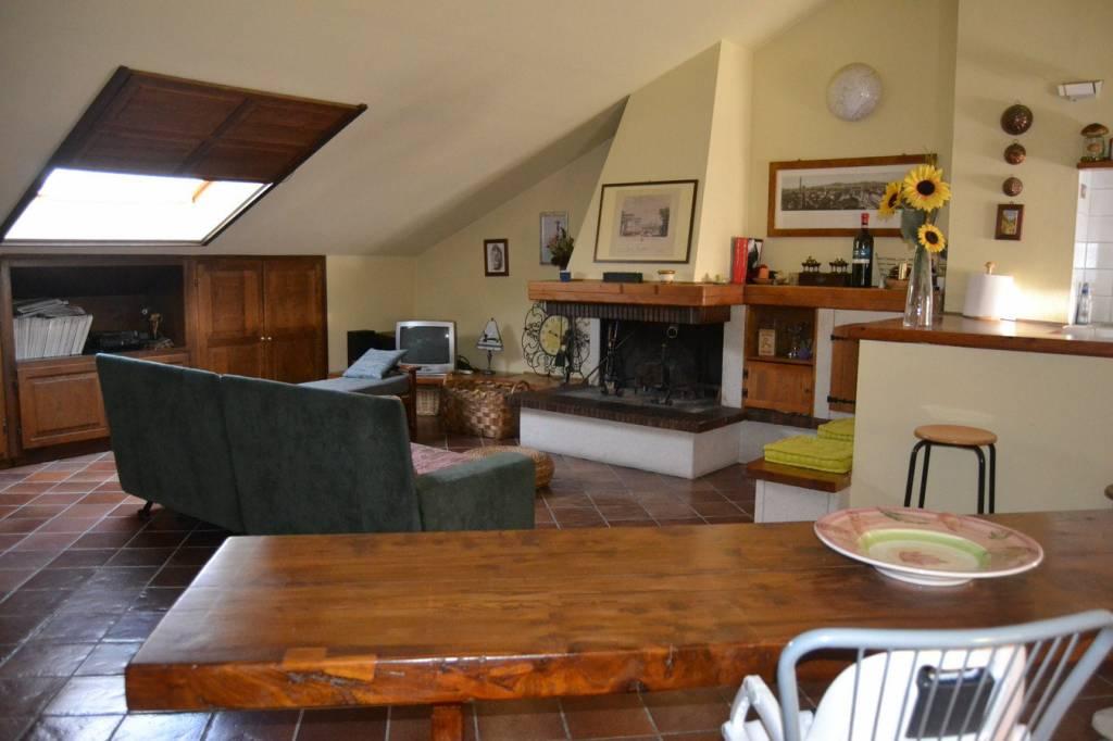 Appartamento in vendita a Città della Pieve, 7 locali, prezzo € 450.000 | CambioCasa.it