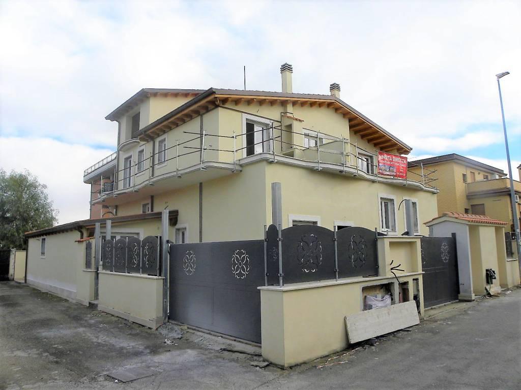 Appartamento in vendita a Roma, 3 locali, zona Zona: 36 . Finocchio, Torre Gaia, Tor Vergata, Borghesiana, prezzo € 205.000 | CambioCasa.it