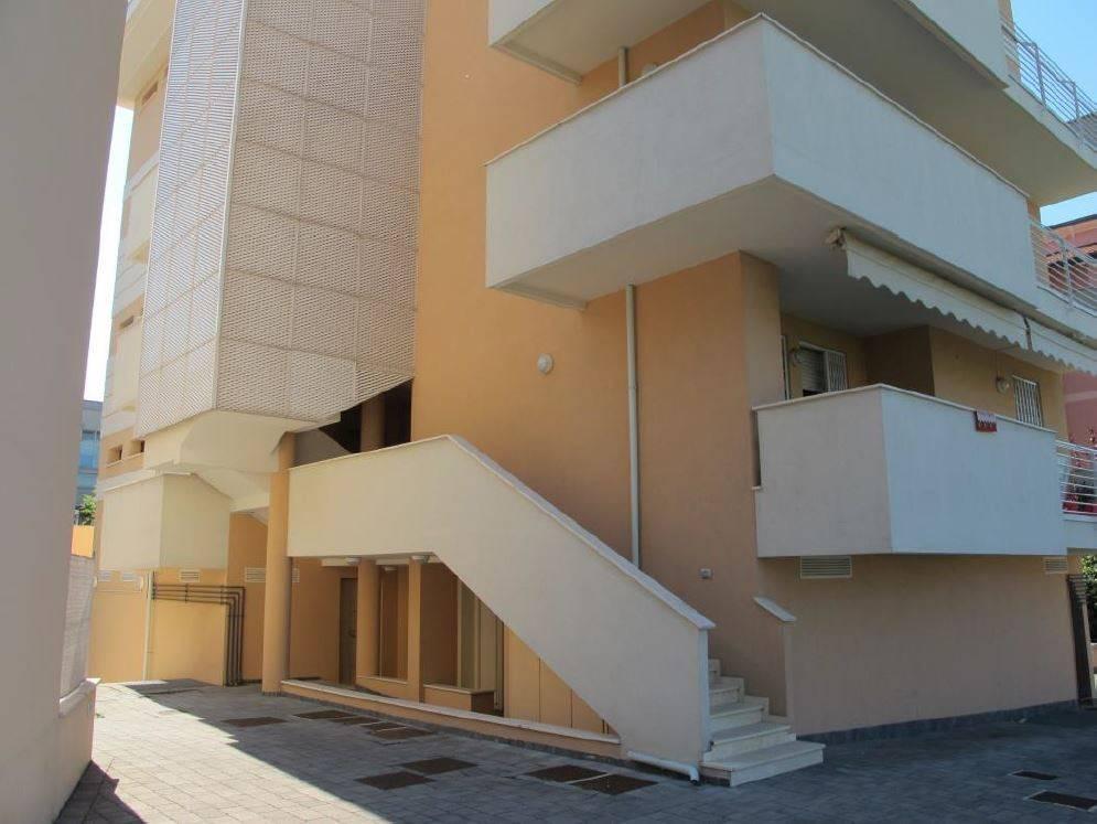 Appartamento in ottime condizioni in vendita Rif. 9338331