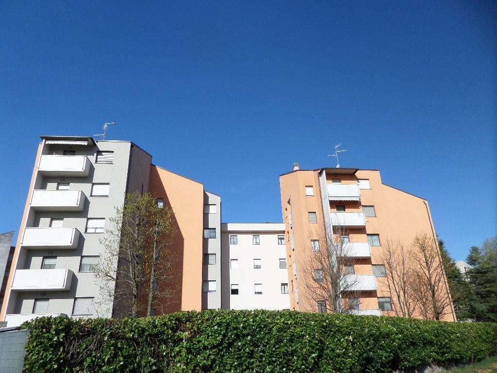 Appartamento in vendita a Rescaldina, 4 locali, prezzo € 165.000 | CambioCasa.it