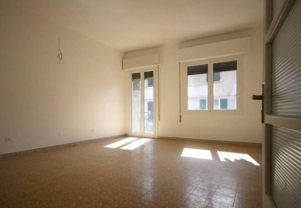 Appartamento in affitto a Imperia, 4 locali, prezzo € 500   CambioCasa.it