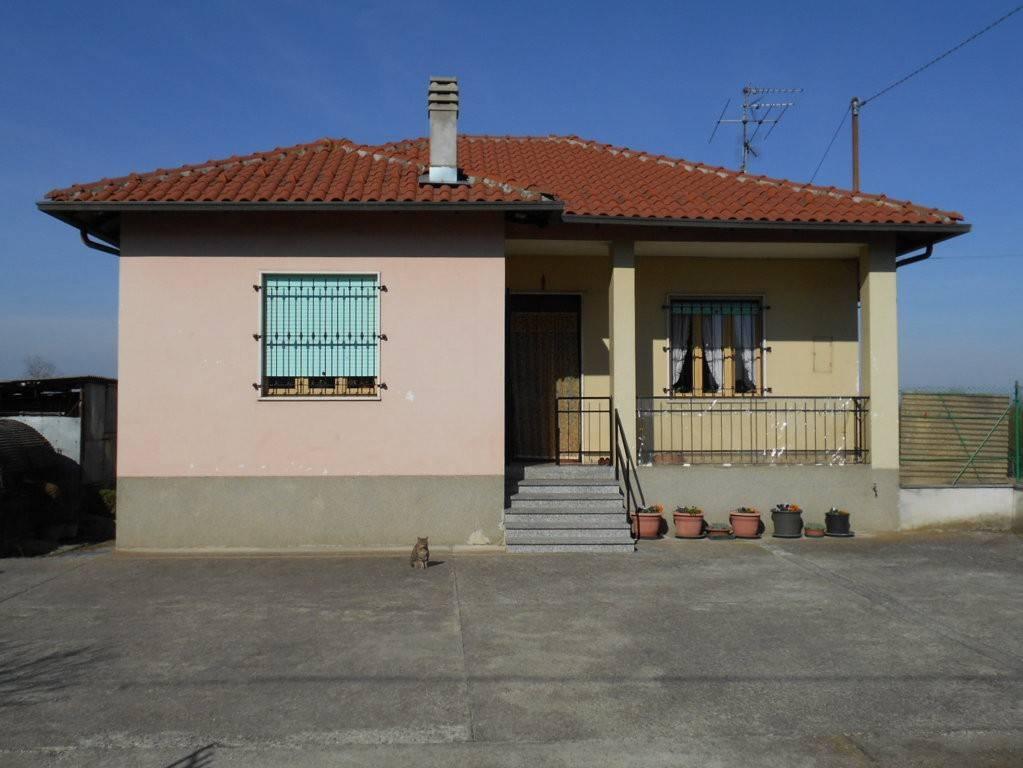 Villa in vendita a Bianzè, 6 locali, prezzo € 89.000 | PortaleAgenzieImmobiliari.it