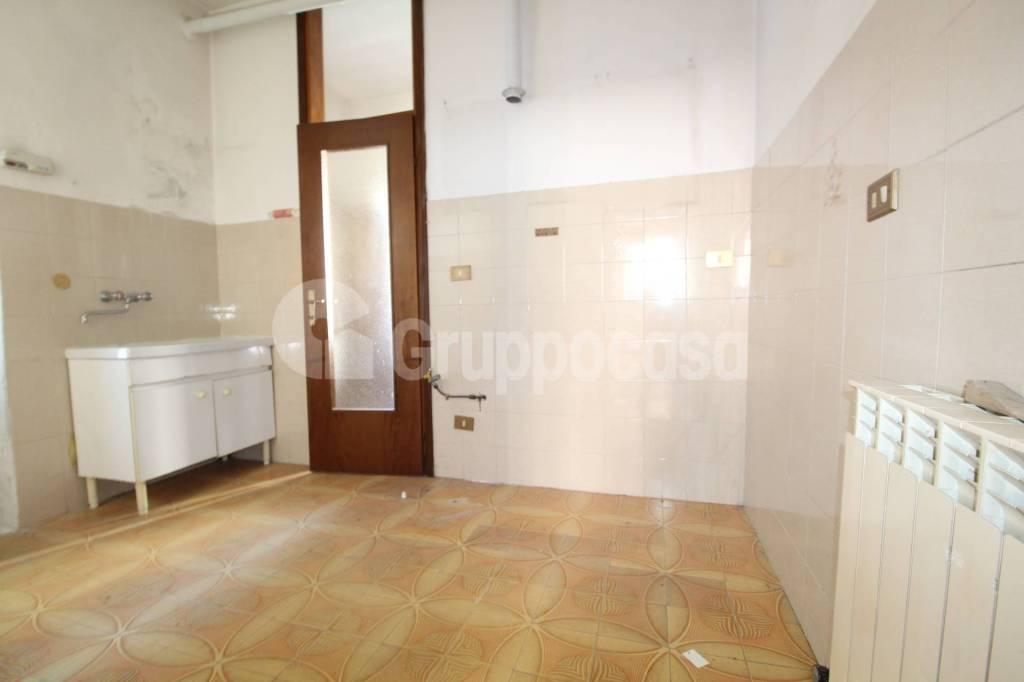 Appartamento da ristrutturare in vendita Rif. 5831750
