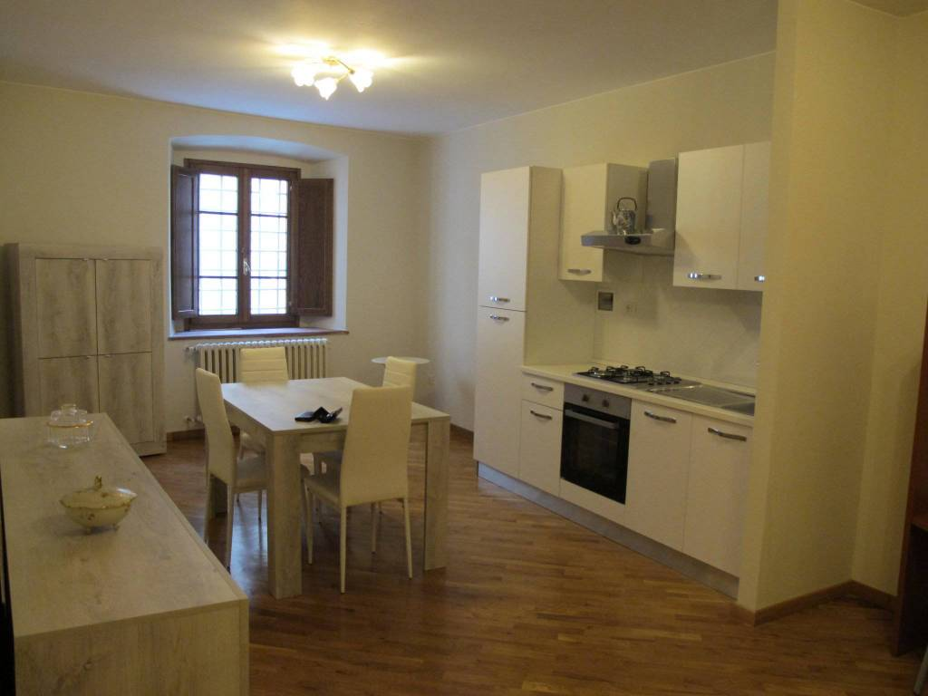 Appartamento in Affitto a Pistoia Centro: 2 locali, 65 mq