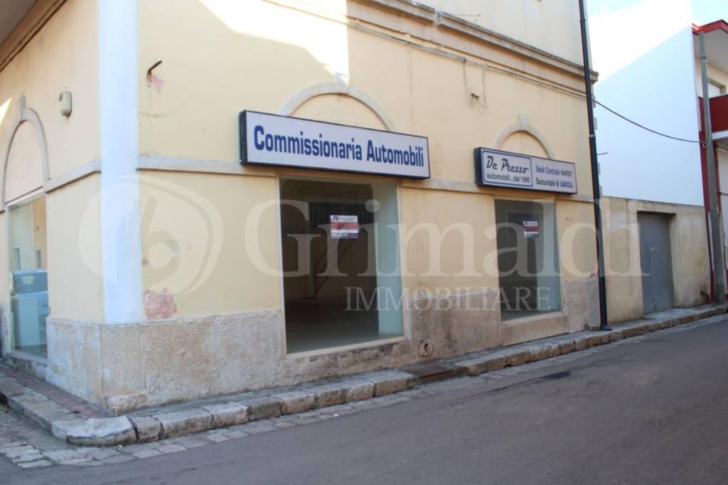 Negozio-locale in Affitto a Sannicola Centro: 1 locali, 93 mq