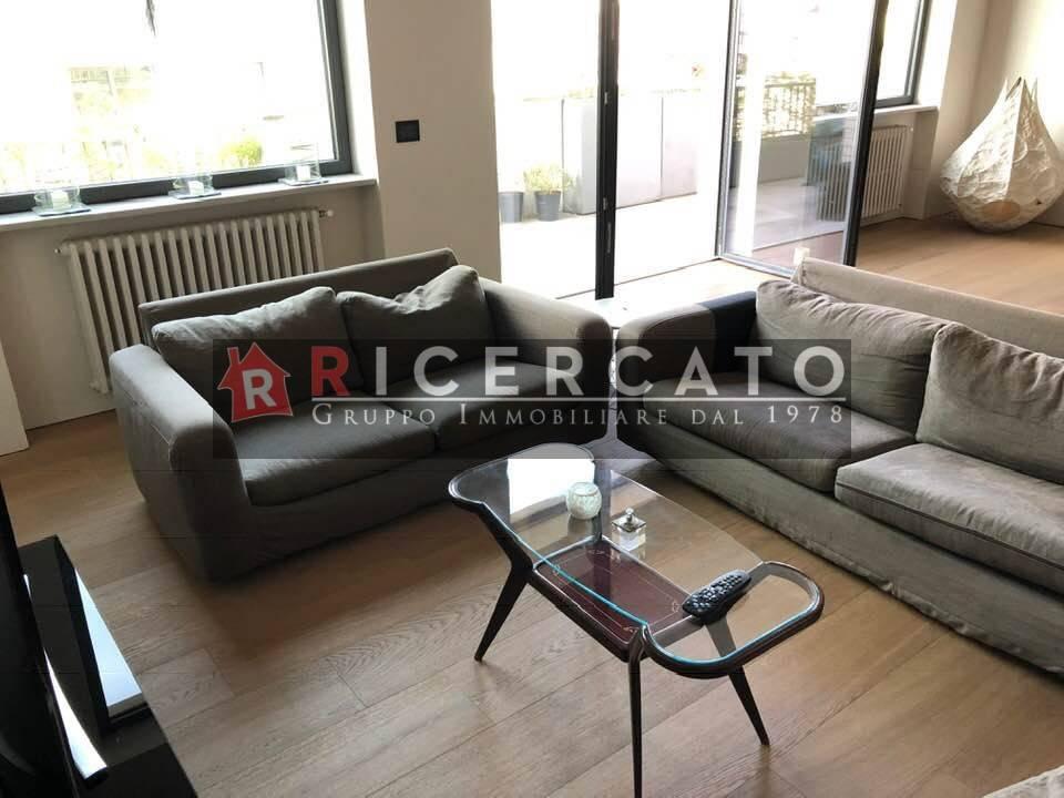 Appartamento in ottime condizioni in vendita Rif. 9302607