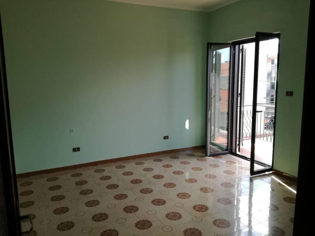 Appartamento in zona piena di servizi e attività-Giugliano