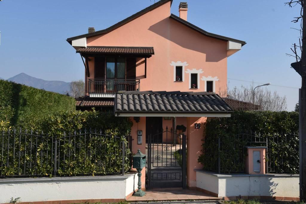 Foto 1 di Villa corso Superga, 47, Buttigliera Alta