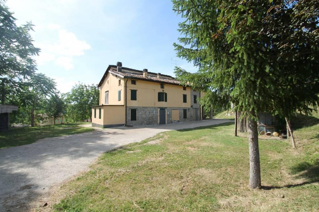 Foto 1 di Rustico / Casale via L. Calligola 30, frazione Montecorone, Zocca