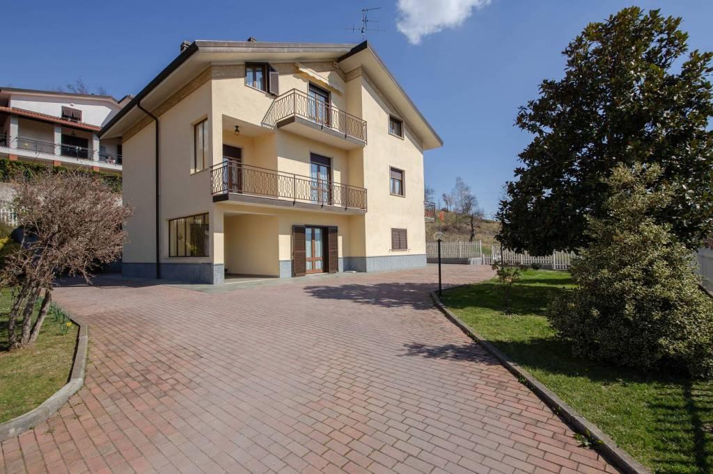 Appartamento in vendita a Carcare, 7 locali, prezzo € 190.000 | PortaleAgenzieImmobiliari.it