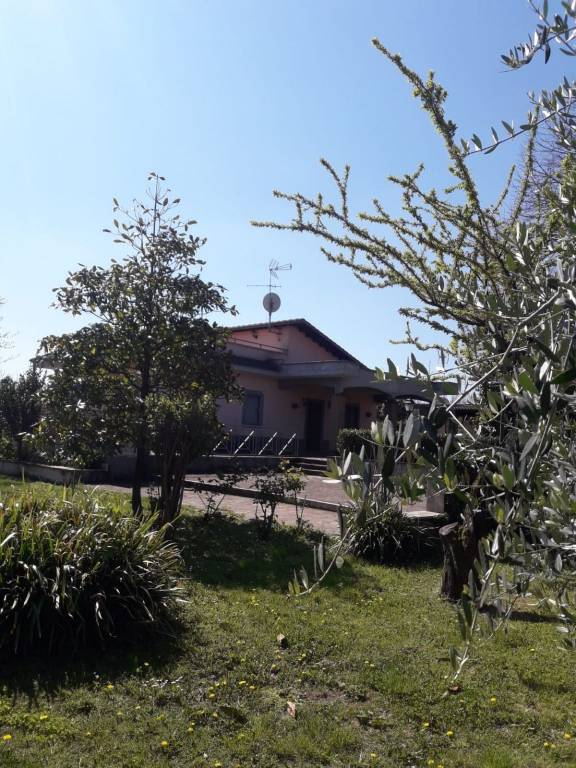 Villa in vendita a Palestrina, 5 locali, prezzo € 250.000 | CambioCasa.it
