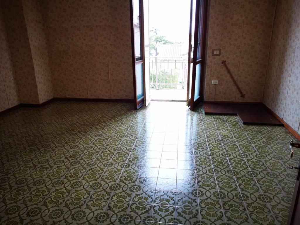 Appartamento in affitto a Campello sul Clitunno, 5 locali, prezzo € 400 | CambioCasa.it
