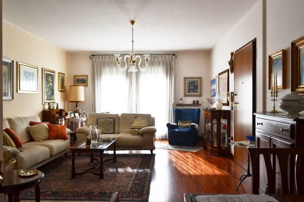 Appartamento in buone condizioni in vendita Rif. 8520576