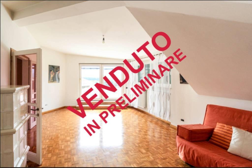 Appartamento in buone condizioni parzialmente arredato in vendita Rif. 8372862