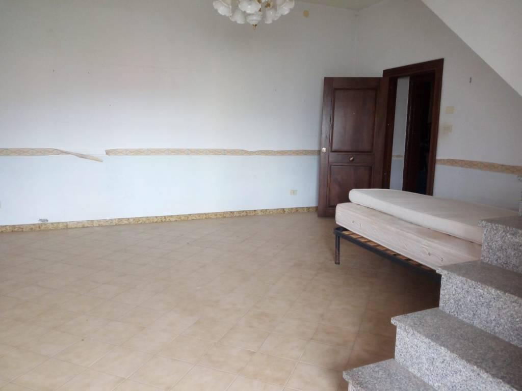 Appartamento in affitto a Mercato San Severino, 3 locali, prezzo € 350 | CambioCasa.it