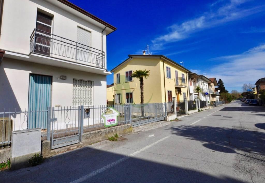 Appartamento in Vendita a Cesenatico Centro: 4 locali, 105 mq