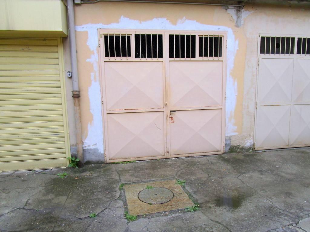 Foto 1 di Box / Garage via Caprera 17, Torino (zona Santa Rita)