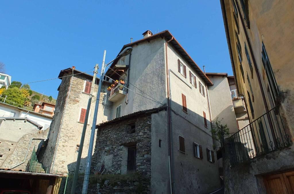 Appartamento in vendita a Luino, 3 locali, prezzo € 105.000 | CambioCasa.it