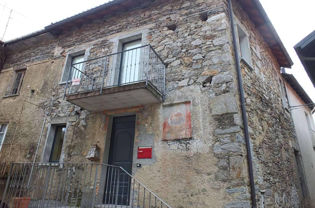 Soluzione Indipendente in vendita a Maccagno con Pino e Veddasca, 6 locali, prezzo € 140.000 | CambioCasa.it