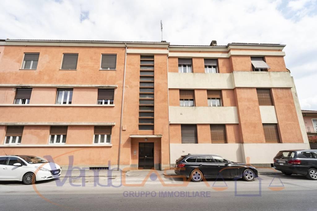 Appartamento da ristrutturare in vendita Rif. 9099600