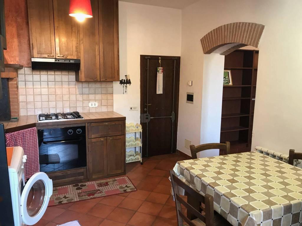 Appartamento in buone condizioni arredato in affitto Rif. 9096464