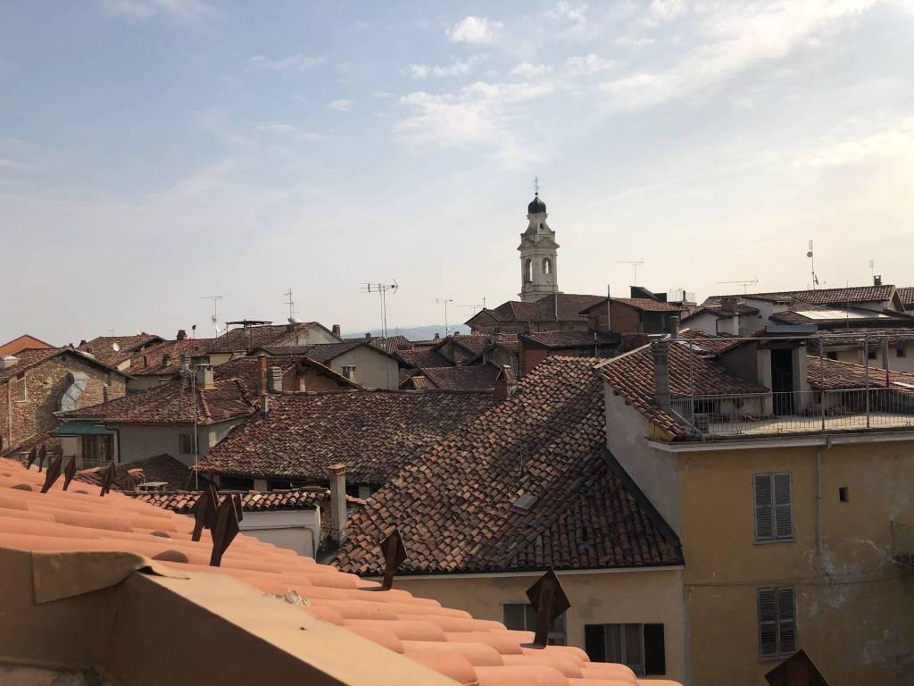 Attico / Mansarda in affitto a Carrù, 3 locali, prezzo € 330 | CambioCasa.it