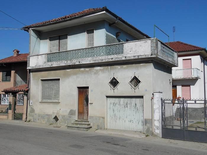 Foto 1 di Casa indipendente via Roma, Montechiaro D'asti