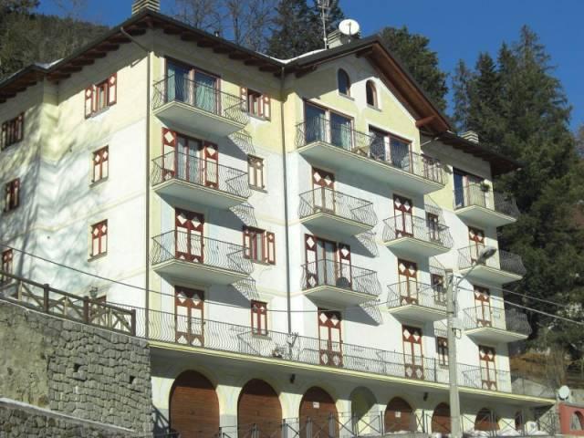 Appartamento in buone condizioni arredato in affitto Rif. 4328952