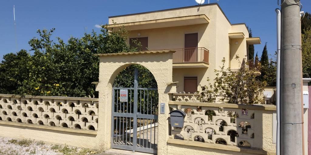 Villa in Vendita a Ginosa Periferia: 5 locali, 189 mq